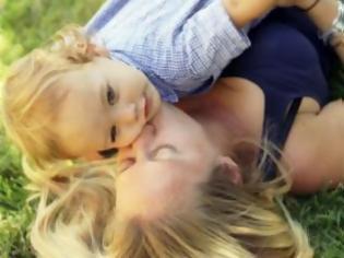 Φωτογραφία για Κατέθεσαν τα παιδιά τους στο γκισέ της εφορίας σαν τεκμήριο!