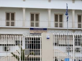 Φωτογραφία για Σοκ στον Κορυδαλλό: Κρεμάστηκε κρατούμενη μέσα στο κελί της