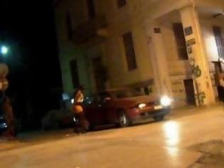 Πεζοδρόμιο με την άνεσή τους κάνουν οι έγχρωμες αλλοδαπές - Νυχτερινό καρτέρι καθημερινά στο κέντρο της πόλης