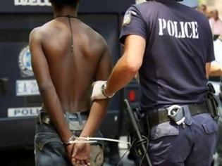 Φωτογραφία για Σύλληψη τριών αλλοδαπών για μεταφορά μετανάστη