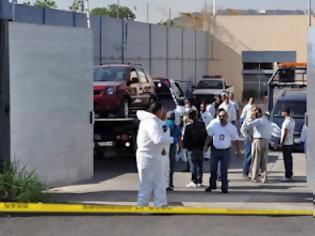 Φωτογραφία για Βρέθηκαν δώδεκα αποκεφαλισμένα πτώματα σε δύο εγκαταλελειμμένα οχήματα
